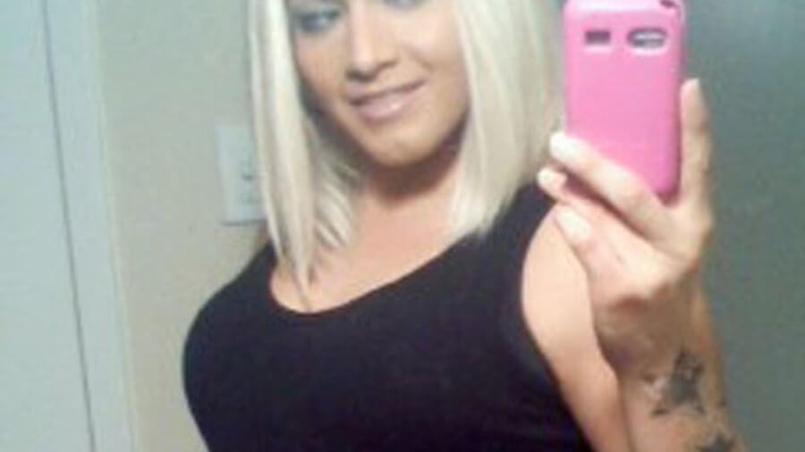 Sexy Blondine aus Zürich sucht Sextreffen auf der Amateurcom