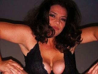 erotikfind.ch | Mollige Schweizerin zeigt Amateur Webcam Sex