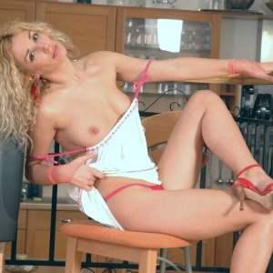Sexy Blondine aus St. Gallen sucht Sex Kontakte