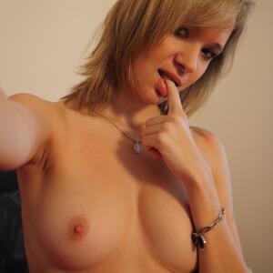 Sexy Blondine aus Bern sucht Erotiktreffen